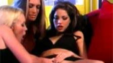 Escenas lésbicas en el salón de casa