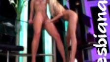 Dos rubias se montan un dúo entre lesbianas