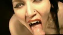 La mamada de la vampira novia de dracula