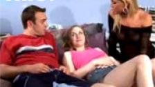 Clases práctica a su hija sobre como follar con su novio
