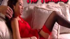 Tia Tanaka in lingerie scopata da due uomini