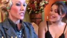 Dos lesbianas follan con los rulos puestos