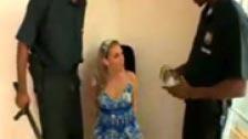 Brianna Love recibe la visita de dos policías negros