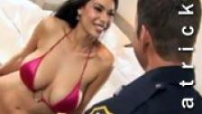 Tera Patrick follando con un agente de policía