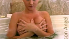 La divina Alison Angel baandose desnuda y haciendo espuma con las tetas