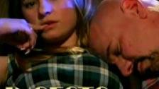 Follando con su padrastro mientras su madre duerme