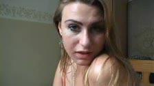 Morbosa holandesa se desnuda trás su webcam y se hace un dedo