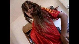 Aficionada española masturbándose frente al ordenador