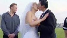 Il cazzo di sposi in un parco pubblico