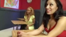 Sexo lsbico en las aulas con Melrose Foxxx y Jasmine Byrne