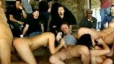 Festa privata con sesso e alcol versando