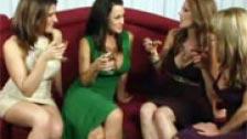 Un gruppo di lesbiche mature orgia di assemblaggio uno