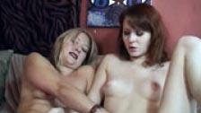 Dos lesbianas amateurs comiéndose el coño