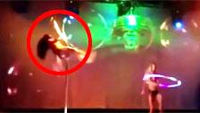 Uma stripper sofre um acidente fazendo um show