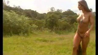 Jaqueline Santarém posando nuas ao ar livre