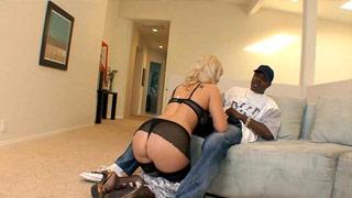 Tara Lynn pone los cuernos a su marido con un negro