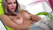 Ashlynn Brooke hacindose un dedo para ti