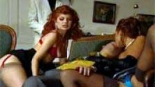 Madalina Ray y Vivienne Fovea follando con dos hombres