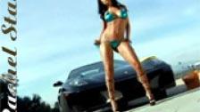 Rachel Starr posando nua com um carro esportivo Ferrari