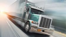 Un camionero se lo pasa genial follando mientras conduce