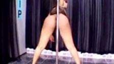 Noir Stripper danse dans un club pour les hommes