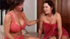 Deauxma e Maddalena St.Michaels in sella a una lesbica