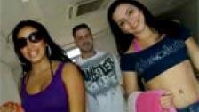 Americanos contratan a dos latinas durante sus vacaciones para follar