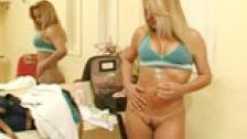 Brasileiro brutalmente sodomizado na frente de um espelho
