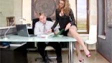 La secretaria mas guapa y cachonda se llama Cindy Hope