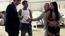 Dos mafiosos follándose a Black Angelika por dinero