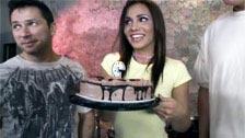 Regalo sorpresa en el cumpleaños de Dakoda Brookes