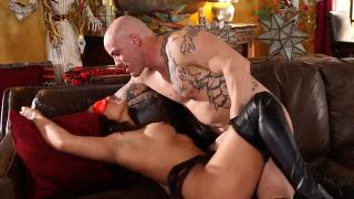 Eva angelina gozando con un hombre musculoso