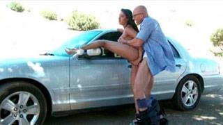 Charley Chase rucha się z policjantem na oczach swojego męża