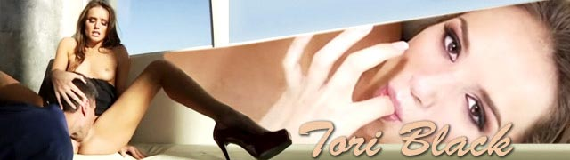 Un superbe élégante baiser les belles Tori Black