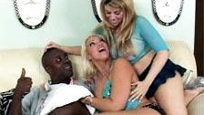 Daphne Rosen y Nicki Hunter en un trío caliente con un negro