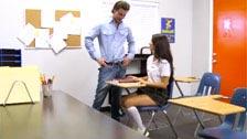 Scarlet Banks se folla al profesor el primer día de clase