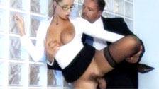 Daria Glover exécutif habillé en bas noirs et des lunettes