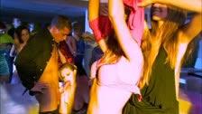 Tarra White e Zuzana Z godendo un\'orgia in discoteca