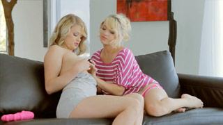 Heather Starlet y Teagan Summers en un intenso encuentro lésbico