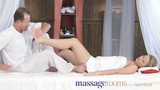 El actor porno George Uhl haciendo de falso masajista