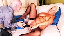 Una vieja gorda como Cecily también disfruta del sexo anal