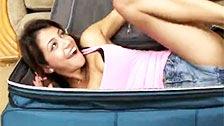 Verónica Rodríguez llega en una maleta dispuesta para ser follada