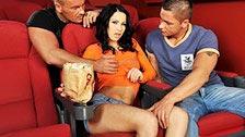 Black Sonja jodiendo con dos pollas en una sesión golfa de cine