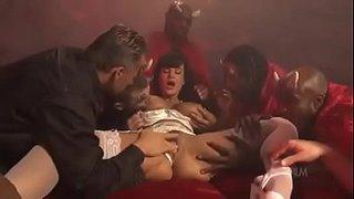 La madura Lisa Ann follando con demonios en el infierno