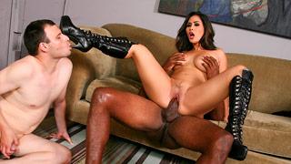 Jessica Bangkok tricher sur son mari avec un vendeur