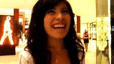 Sorrindo Latina é abordada em um shopping para ser fodida