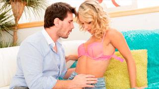 El rudo Manuel Ferrara jodiendo a la joven Charlee Monroe