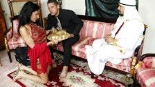 Konkubiną szejk Arabskiej jestegzotyczna dziewczyna nazywa Persia Pele