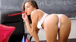 Chi Chi Medina raschend seine Lehrer mit einer Geburtstagsparty