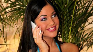 Sesso in piscina coperta con splendida bruna Angelica Heart